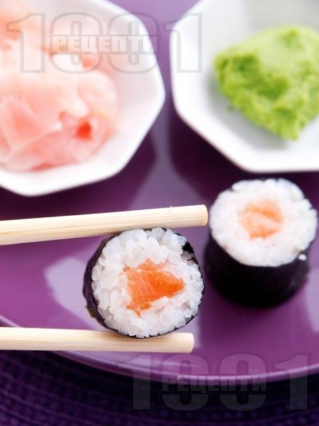 Суши Хосо Маки със сьомга - снимка на рецептата